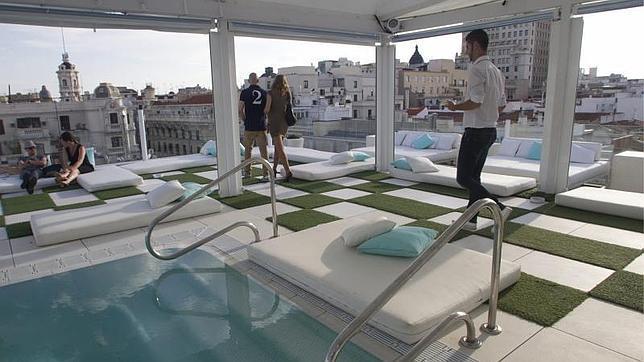 Con un sexto sentido eventos moda viajes y louboutines for Room mate oscar piscina